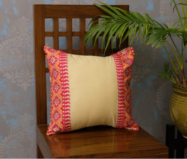 "CREAM & FUCHSIA EMB CUSHION COVER (16""X16"")"