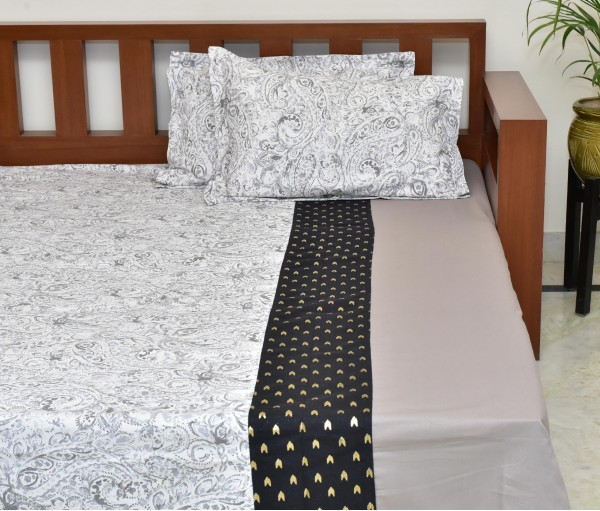 PAISLEY CENTER PANEL FOIL PRINTED COTTON QUEEN BEDSHEET WITH 2 PILLOW COVERS